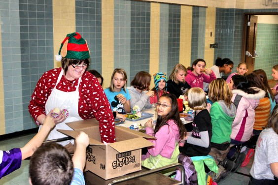 Britton-Hecla Food Service Manager Rosie Cease hands out dessert to Britton-Hecla students the day before Christmas vacation. Photo by Britton Journal