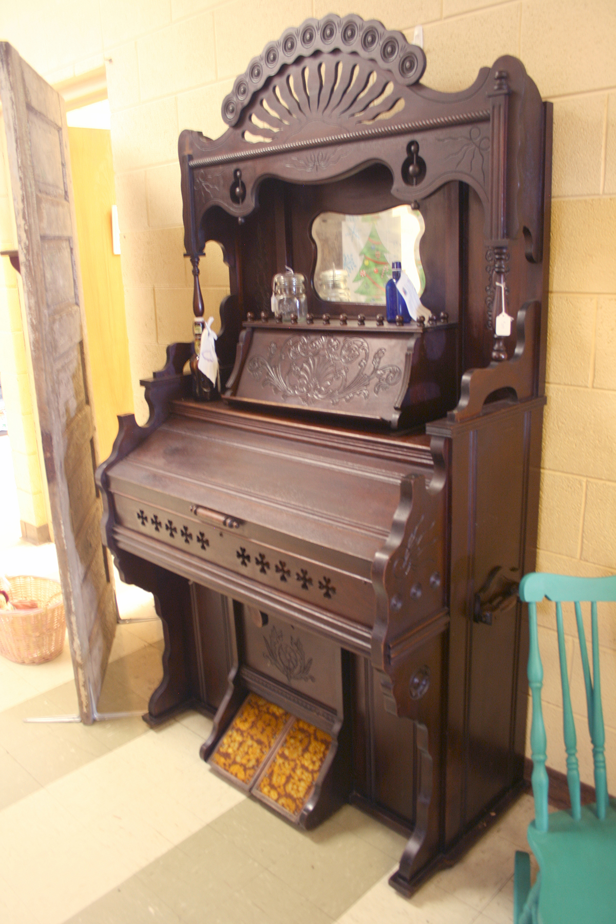 When word got out about the new fund-raising venture, people started donating items. Some of them were sold as they came in, such as this antique organ.