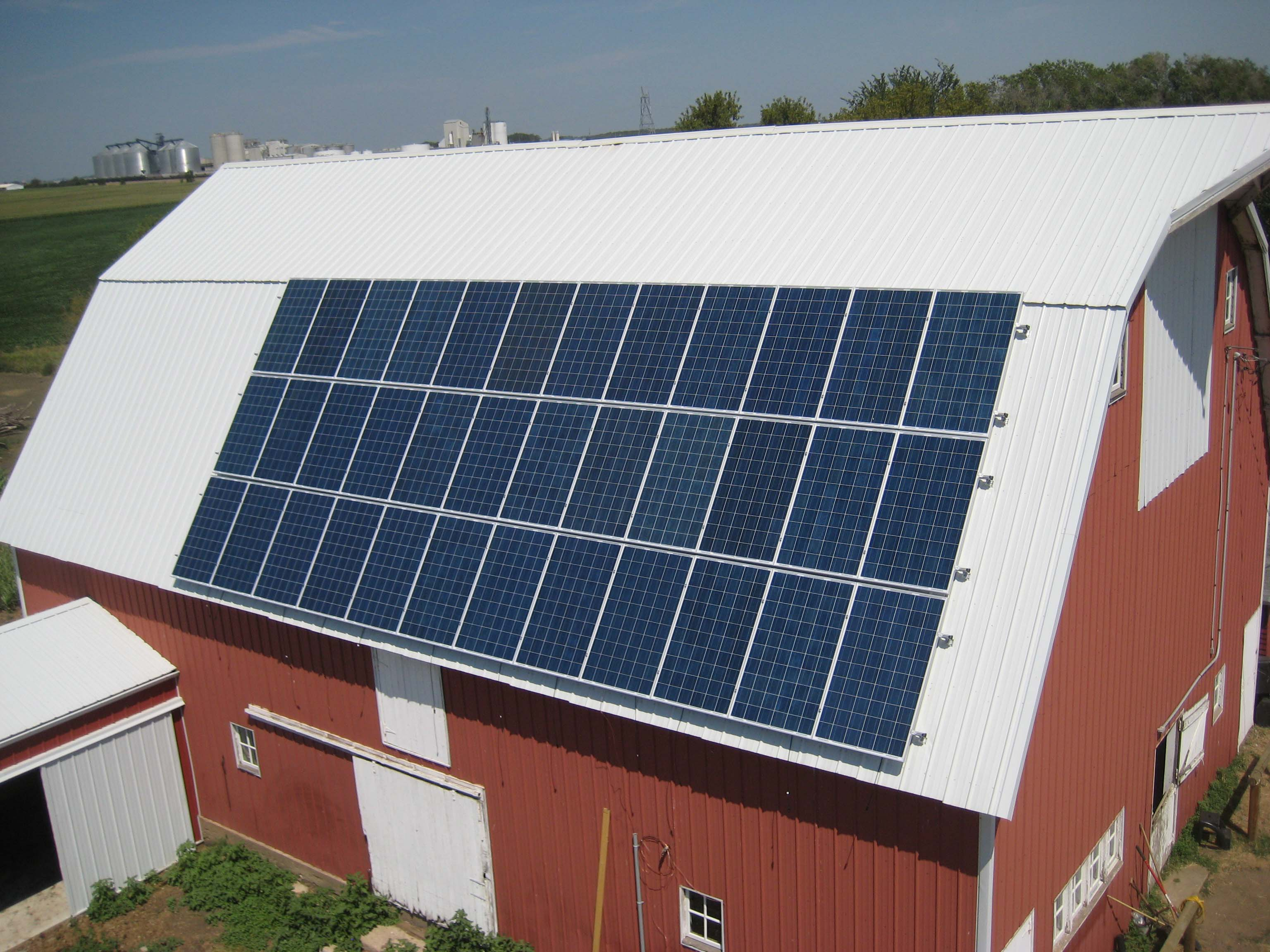 Williams Power Systems installed this 36-panel, 8.64-kilowatt solar array onto a barn. Photos courtesy Dennis Williams